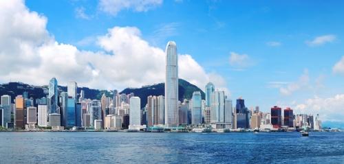 �子美�在五��油桶上,整整漂泊了10��小�r才偷渡到香港。