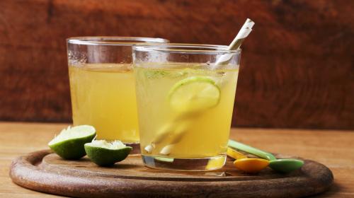 ��檬水是美容的佳品,能防止和消除皮�w色素沉著,起到美白的作用。
