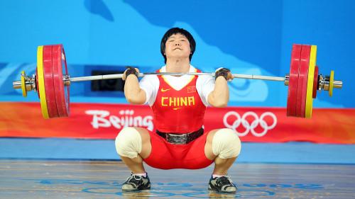 举重运动员刘春红因服用禁药,而被国际奥委会剥夺了金牌资格。