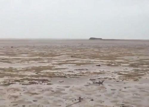 飓风竟卷走巴哈马海水 大海变戈壁