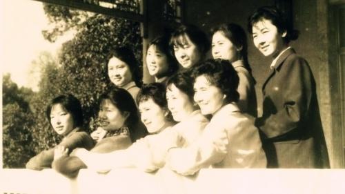 毛泽东身边工作的女人。前排右三陈露文,右二张玉凤。