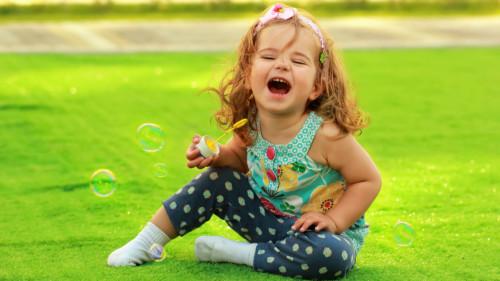 笑能增加心脏血流量,促进血液循环,减少心脏病的发作。