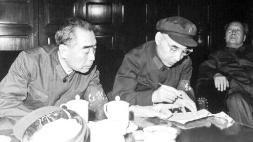 根��李的�f法,林彪又一次批�u了毛的�I�эL格,把他描述��缀跏��偏�炭瘛�