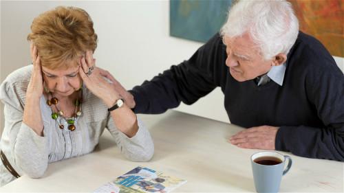 近年來老年痴呆症發病率越來越高,對老年痴呆的治療顯得尤為重要。