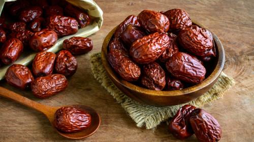 红枣有护肝、补气养血等作用,肝功能不好的人,可以多吃红枣。