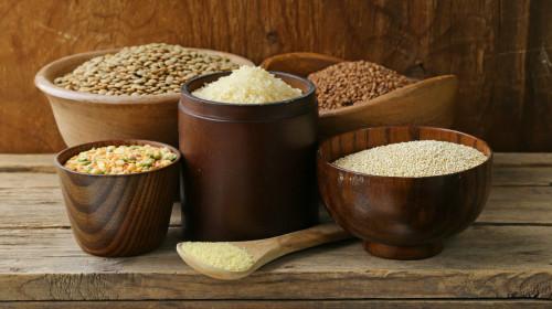 杂粮营养价值高,可吸附在肠道中的胆固醇和脂肪,降低血糖和血脂。