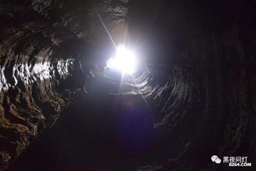 天坑——黃瓜沖(由下往上拍攝)。
