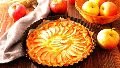 烤过以后的苹果香软可口,养生功效卓着。