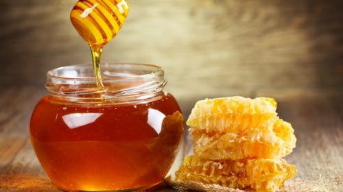 蜂蜜其實就是一種糖,只要含水量低,蜂蜜是可以長期保存的。