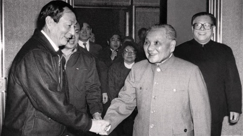 """邓指着朱镕基说""""7个字"""" 打翻江的醋坛子(图)"""