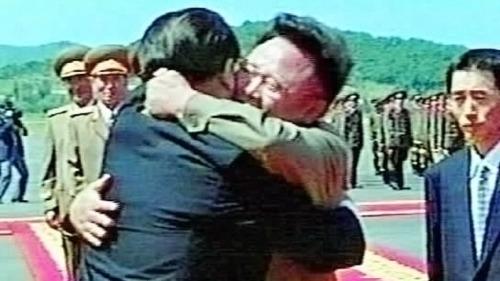 以往,中朝高层会面时都会拥抱。