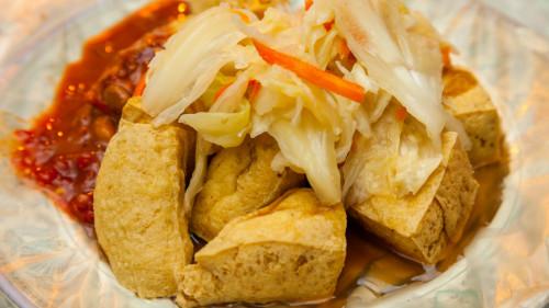 臭豆腐的臭味物质可能是蛋白质的腐败而成,所以它有致癌的可能。