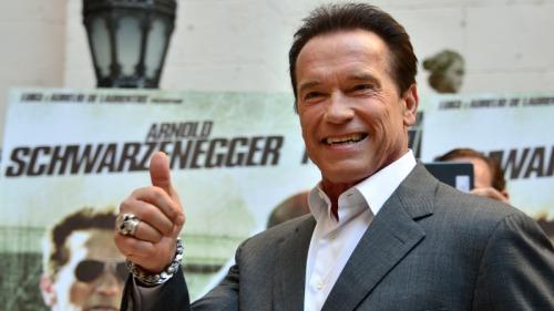 繼兩年前心臟開刀後,好萊塢動作片男星阿諾史瓦辛格(Arnold Schwarzenegeer)今天表示,他又「開心」了,感覺「很棒」。