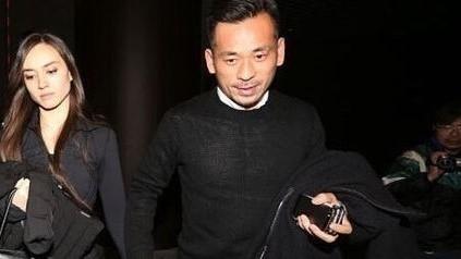 澳门太阳城集团老板周焯华,1990年代时曾是尹国驹的门生