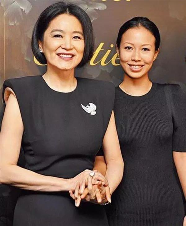 """继女邢嘉倩曾公开表示,林青霞是""""世界上最好的继母"""""""