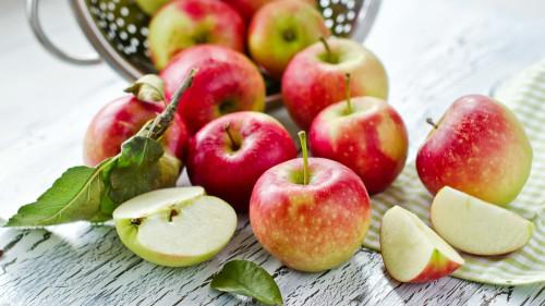 肠道菌群能利用苹果中富含的膳食纤维和维生素C、果胶,产生对细胞有益的化合物。