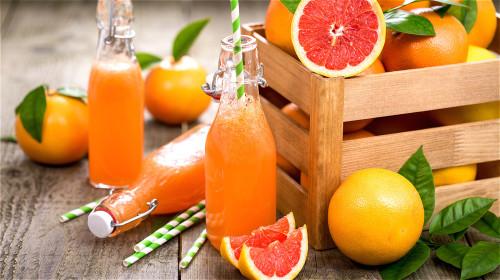 西柚富含维生素和植物素,尤其维生素C的含量很高。