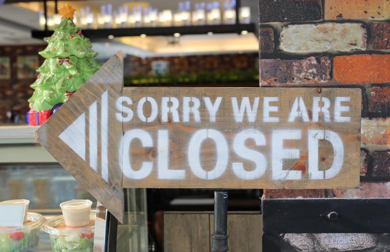 德国所有的商店都必须在八点结束营业。