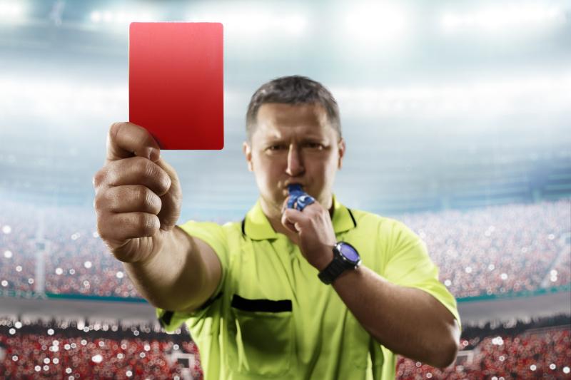 """德国人因此习惯将红牌称做""""屁股卡(ass card)""""。"""