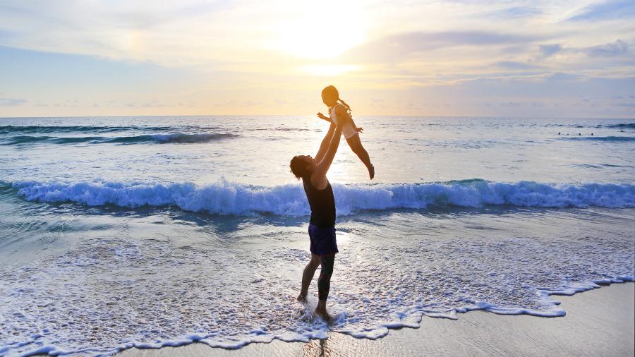 """一位爸爸""""写给女儿""""的28句忠告,说出了天下父母的心声。"""