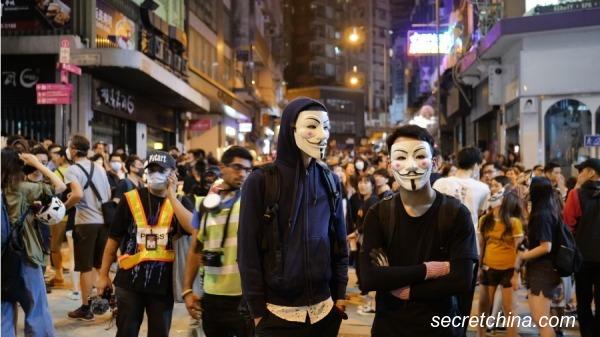 香港人�l起在太子站悼念活�蛹啊腹��游咕殴倜婢咭埂埂�D�樘m桂坊。