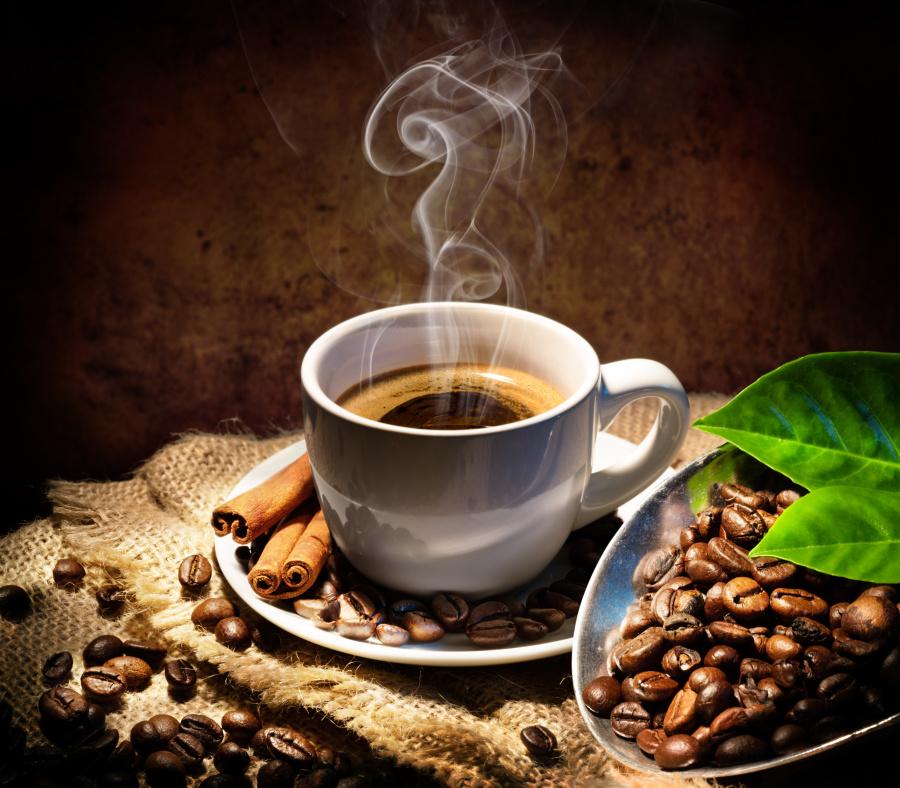 咖啡豆被放进沸水后,改变了原本的型态,成为全新的样貌。