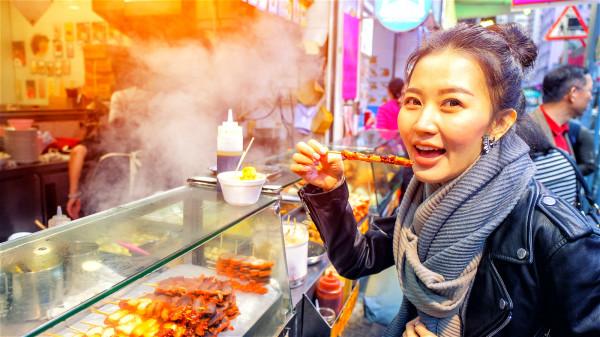 日常生活中不宜吃过烫食物,否则食道的黏膜可能会被烫伤。
