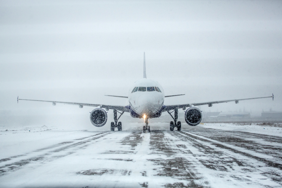 飞机上很冷是为了你的健康着想。