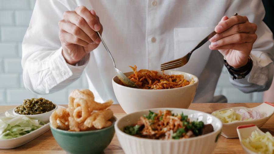 吃饭时有这些表现的男人多半人品不好。