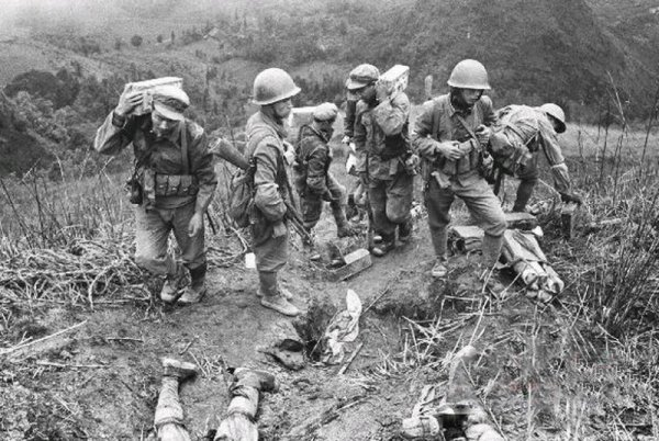"""邓小平发动中越战争是为送给美国""""投名状""""。"""