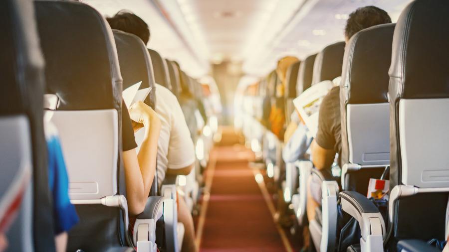 经济舱各舱段第一排和紧急出口排的座位最为宽敞。