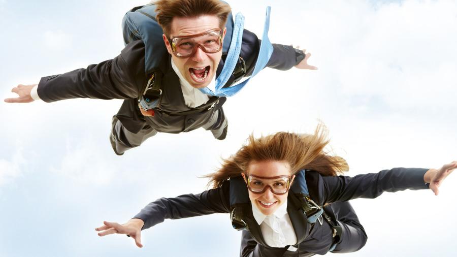 跳伞本身也是一个技术活,并不是那么简单的事情。