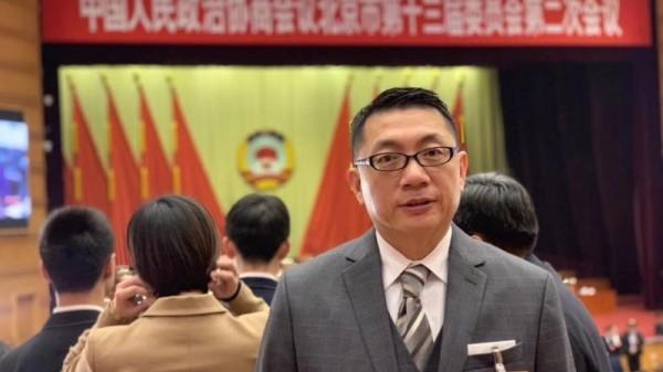 徐正文被曝身兼「北京政�f」,�D�樾�⒓又��政�f北京市委�T���h的�F�稣掌�