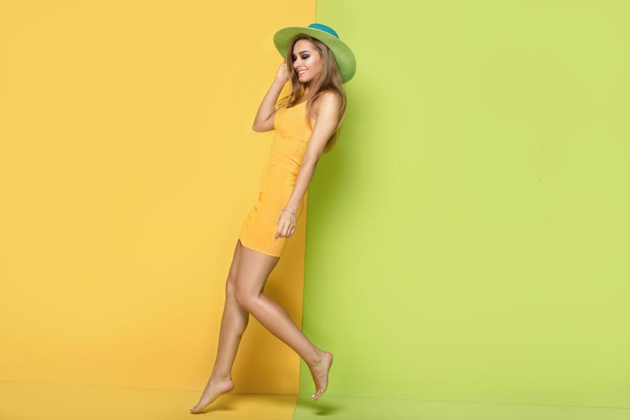 年龄达到25岁的女性戴着绿色和黄色的帽子,意味着智慧和信仰。
