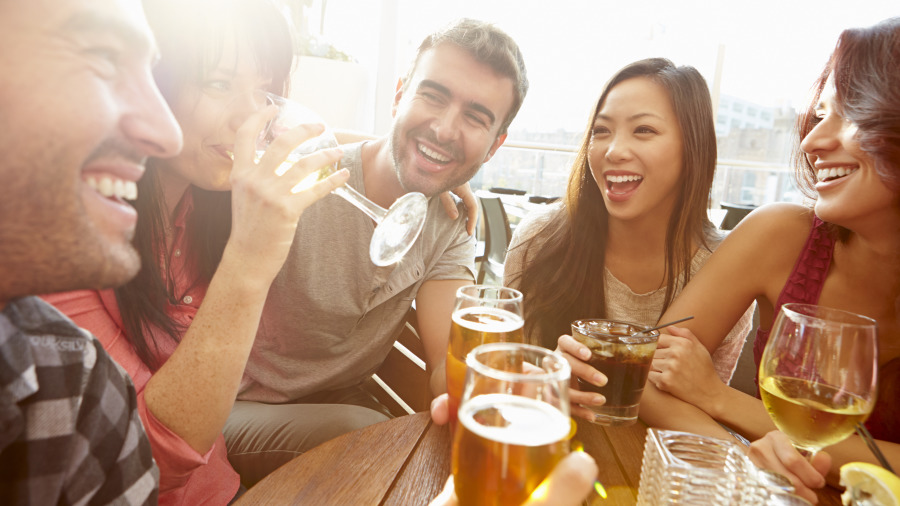 匈牙利人喝酒都不碰杯。