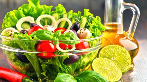 摄取干净、以植物为主的碱性饮食,可以让你的身体有最棒的环境。