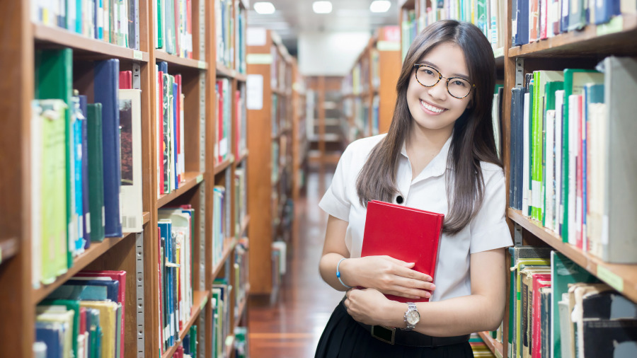 爱读书的女性一般都有工作能力和经济独立的能力。