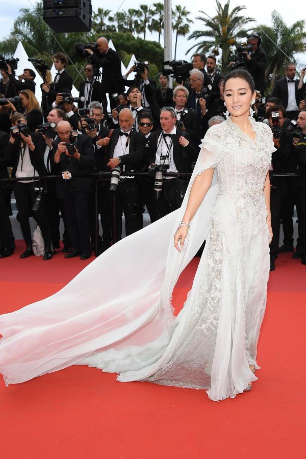 曾經18次受戛納影展官方邀請的鞏俐表示:「戛納紅毯不是一個走秀的地方,它是一個電影的盛會。」