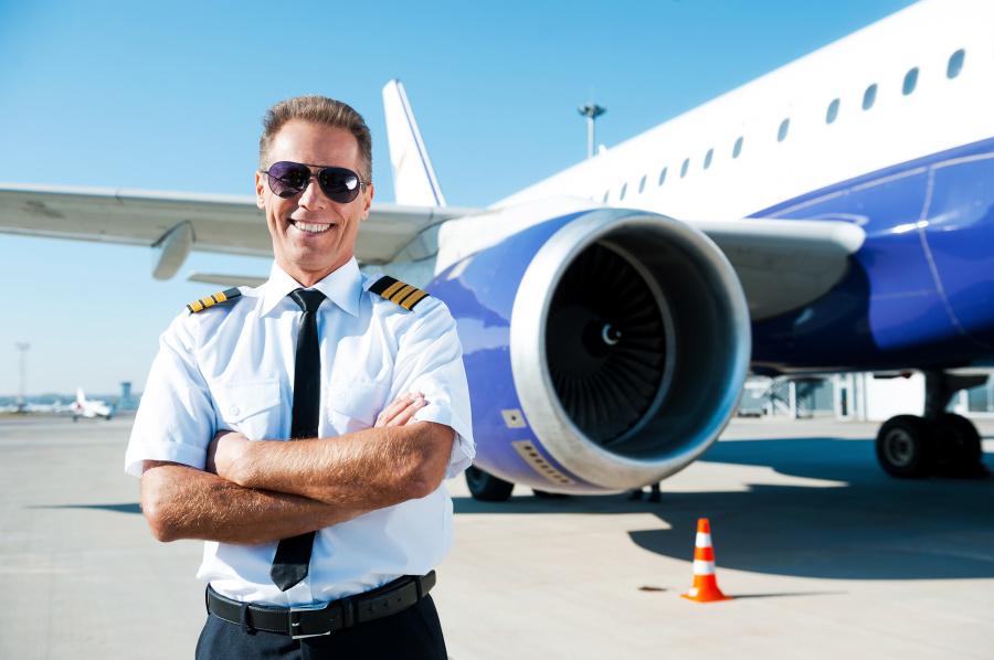 驾驶室里那位正机长的执照资质,决定了这驾飞机能在怎样的天气下降。