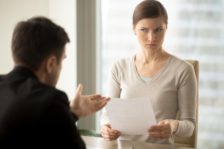 心机重的人,懂容易把别人想坏,习惯性的把别人设置成一个坏人,不肯说一些真心话。