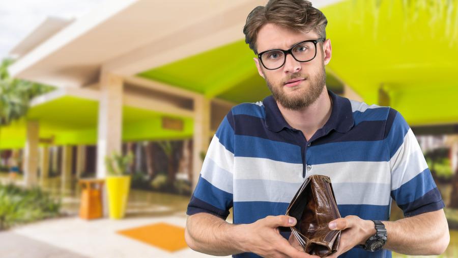 男人到中年,慢慢「變窮」的四個徵兆。