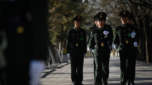 武漢恐爆暴亂 習近平下令軍方介入 武警持自動步槍戒備(視頻)(圖)