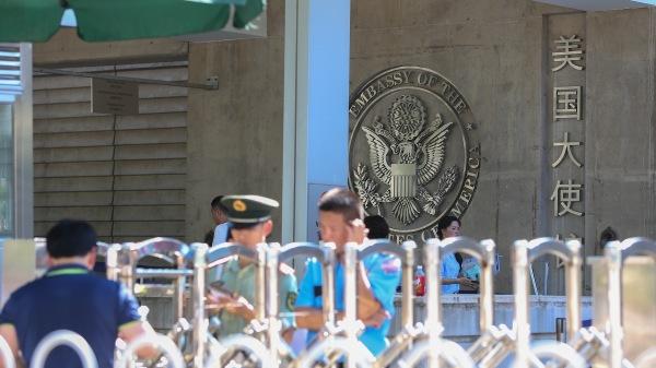 因为受邀参加美国驻中国大使馆举办的国际人权日联谊活动,至少20多名中国维权人士赴约途中被北京市警察抓走。