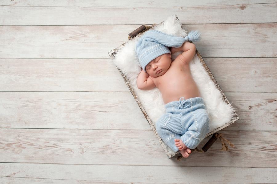 新生兒習慣母體內的姿勢。
