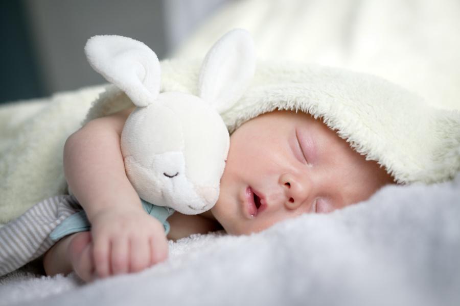 父母經常可聽到新生兒發出呼嚕呼嚕的聲音。
