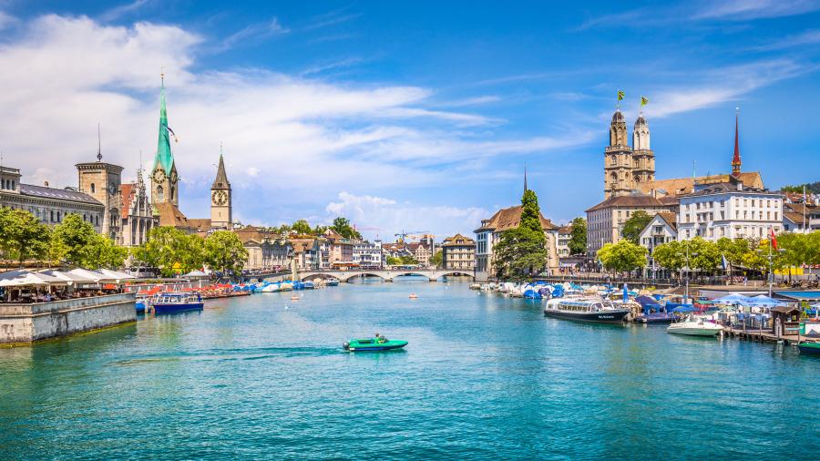 苏黎世市中心与瑞士利马特河。
