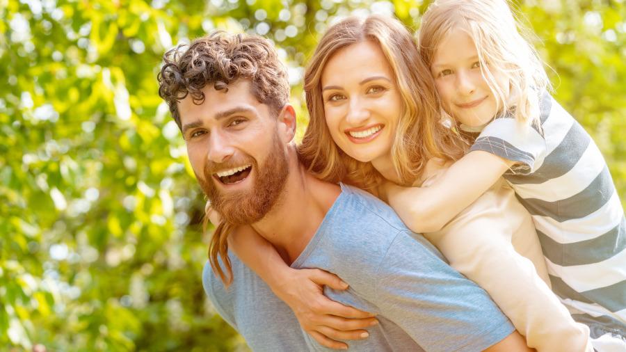一个母亲告诉女儿,判断男人就看这四件事。