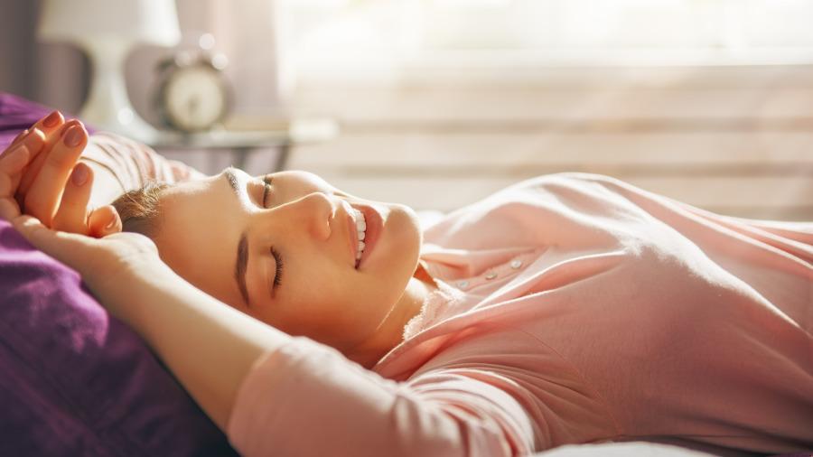 趕快關掉!專家證實睡覺開夜燈真會變胖。
