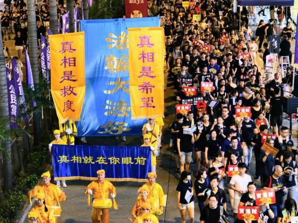 """7月1日,香港七一""""撤回恶法 林郑下台""""游行。"""