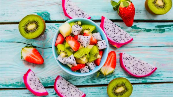 不管水果甜不甜,糖分高不高,总得换着吃,不能单独只吃一种水果。